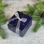 Krabička vánoční hranatá malá - modrá s vločkami a stuhou