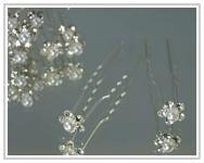 Stříbrné pérko se štrasovou kytičkou III. - bílé