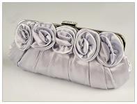 Společenská kabelka - saténová s růžemi - stříbrná