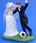 Svatební pár - při fotbale