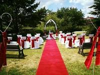 Svatební koberec - běhoun - tm.červený - půjčovna