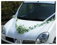 Kytice bílá s girlandou - ozdoba na auto - půjčovna