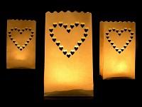 Dekorativní papírové lampiony - svítící srdíčka - 10 ks