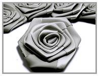 Saténový květ růže - kovově šedý
