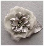 Stříbrná růže - hedvábný květ