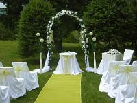 Svatební koberec - běhoun - sv.zelený -  půjčovna